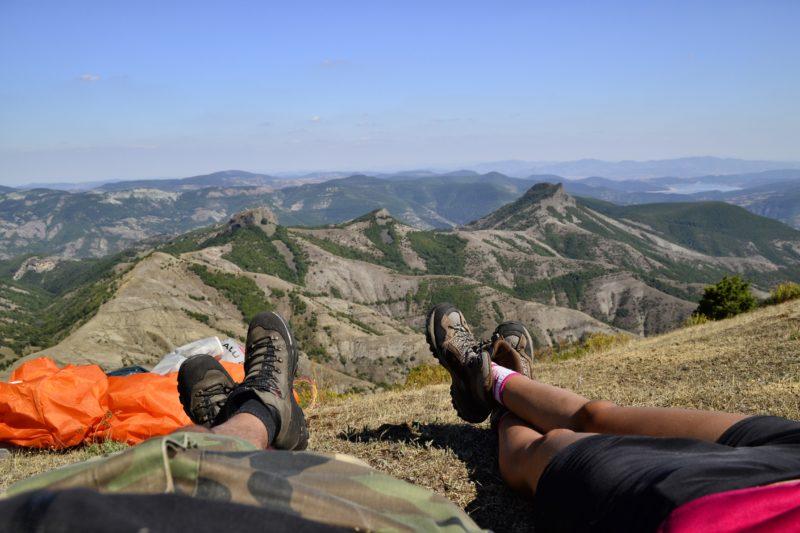 На билото под връх Бездивен в Родопите, където двамата правят преход.