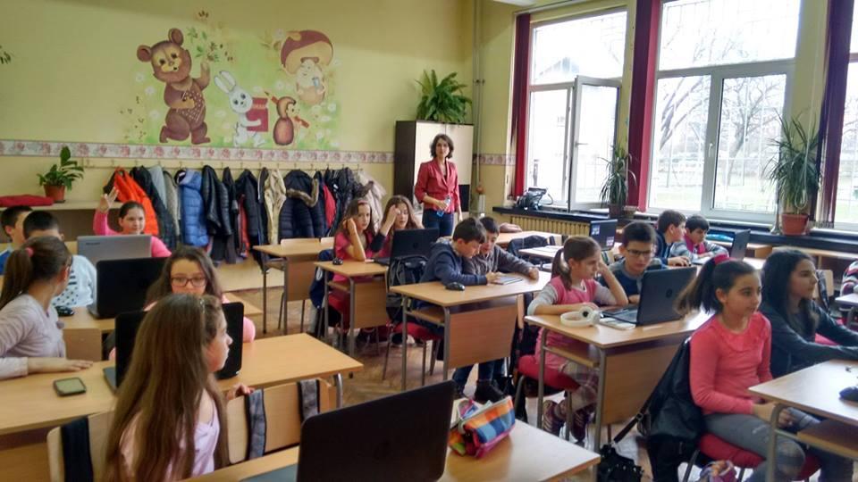 """Учениците от 137 столично училище """"Ангел Кънчев"""" вече знаят за Кан Академията."""