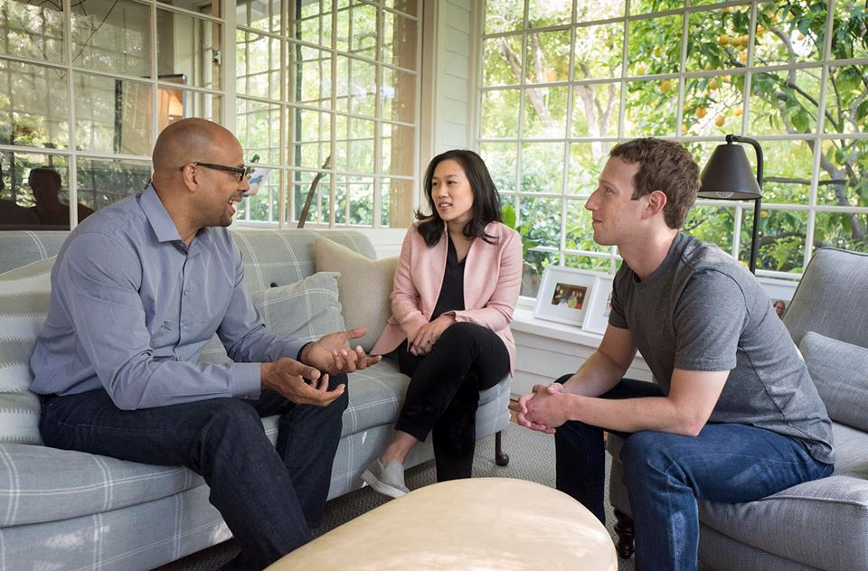 На 4 май Марк Зукърбърг, съпругата му Присила и Джим Шелдън от Американския департамент за образование, в стриймлайн обсъдиха проблемите пред американското средно образование, с които ще се занимава благотворителният фонд Chan Zuckerberg Initiative. Сн. Mark Zukerberg/Facebook.