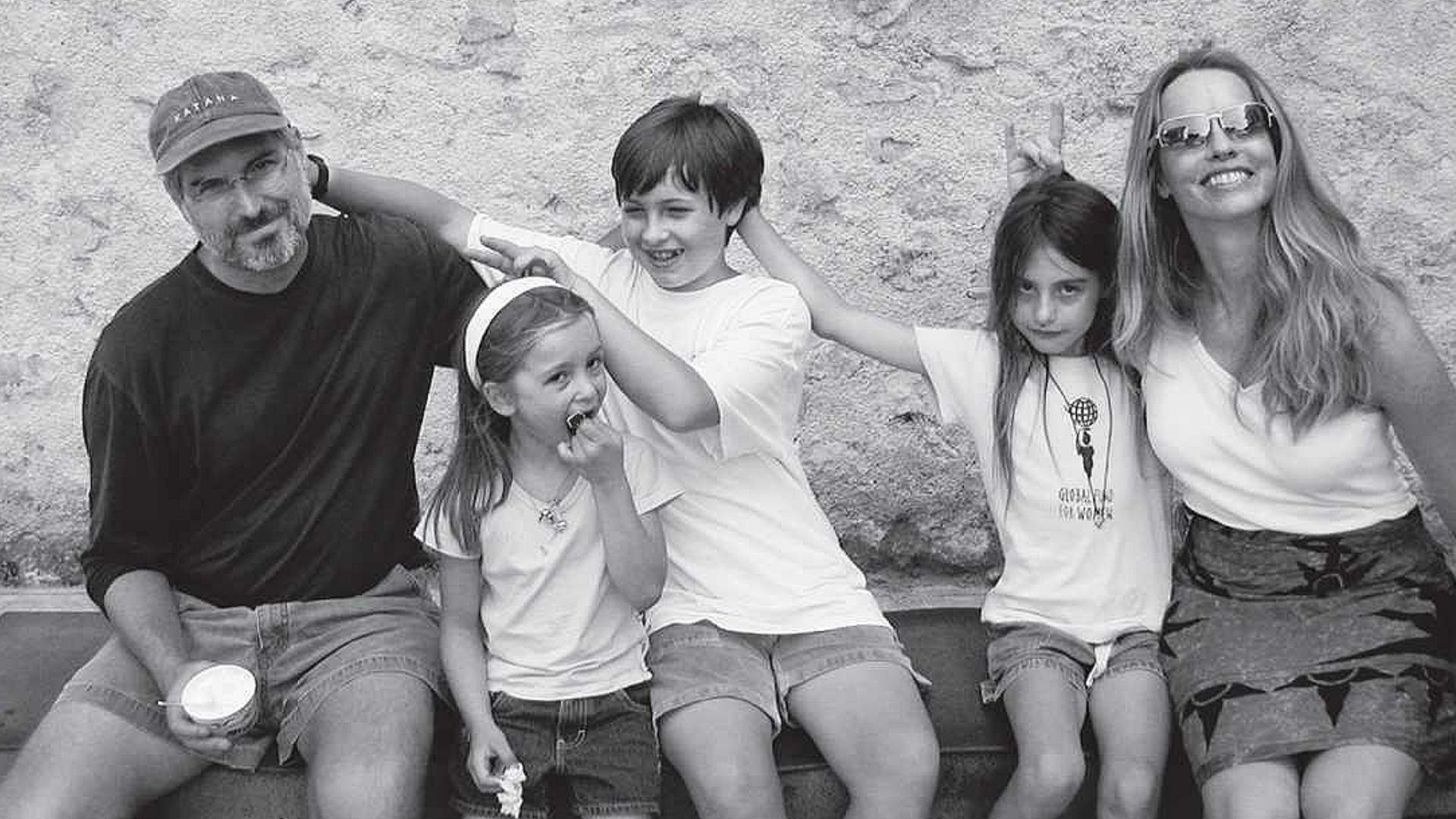Стив и Лорийн Джобс с децата си (от ляво на дясно) Ив, Рийд и Ерин. © allaboutstevejobs.com.