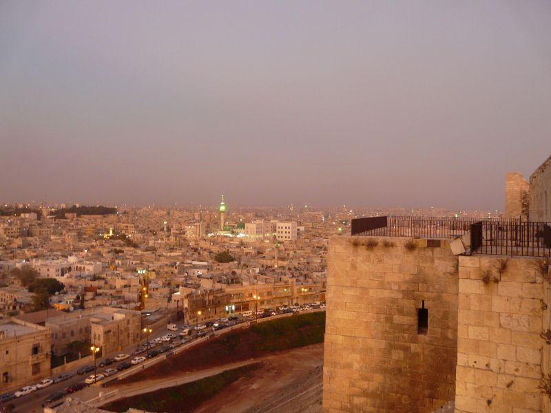 Изглед към града от Цитаделата в Алепо.
