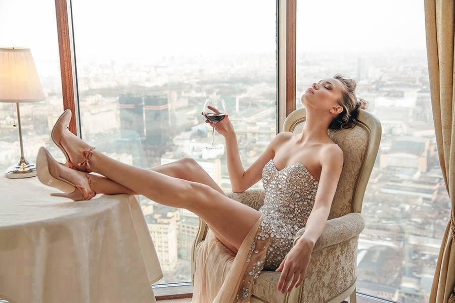 dama_vino_panorama