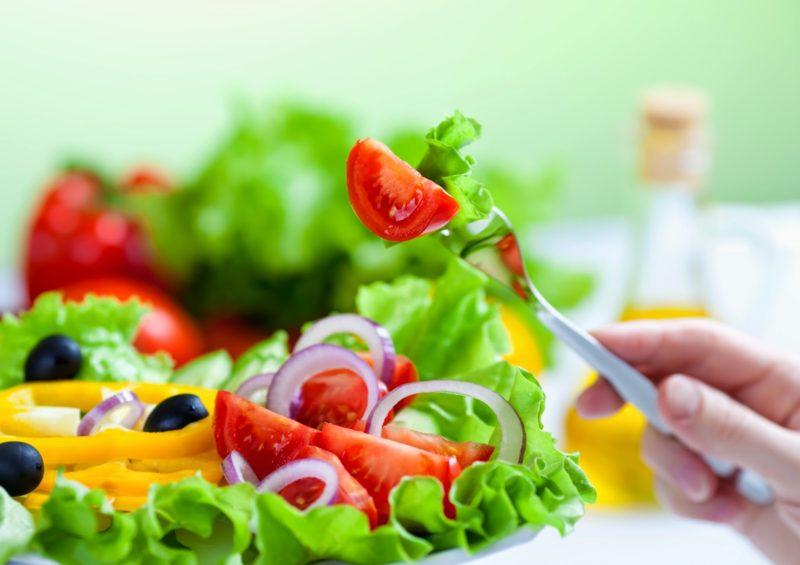 Обемът на салатата за едно хранене при тази диета е колкото купичка за десерт.