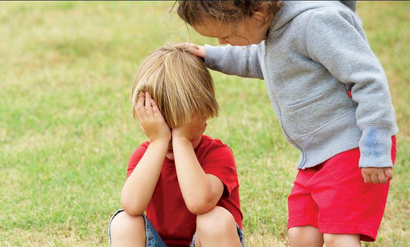 Децата притежават вродена емпатия. После ние, възрастните, я съсипваме.