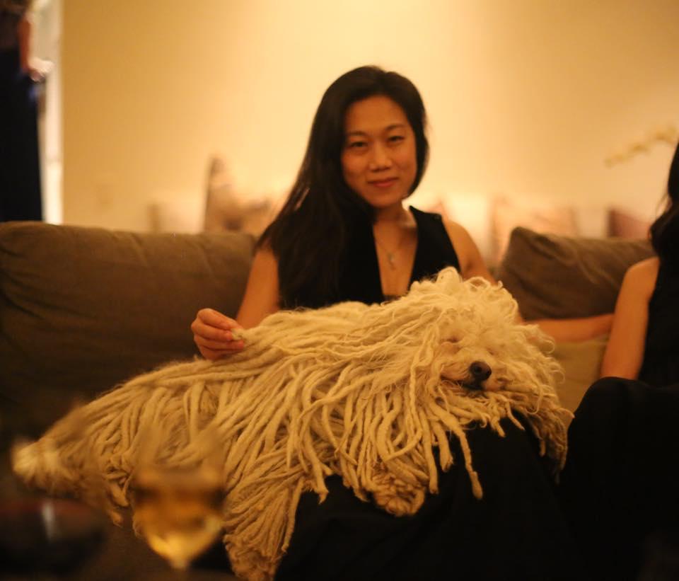 """Присила с един от най-популярните """"ползватели"""" на акаунт във фейсбук – Бийст. Сн. Priscilla Chan/Facebook."""