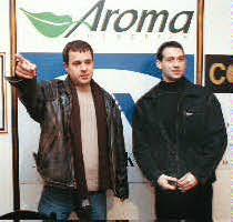 """4 февруари 2001 г. Двамата с Емил Кошлуков даватпресконференция на своята група за натиск """"Новото време"""""""