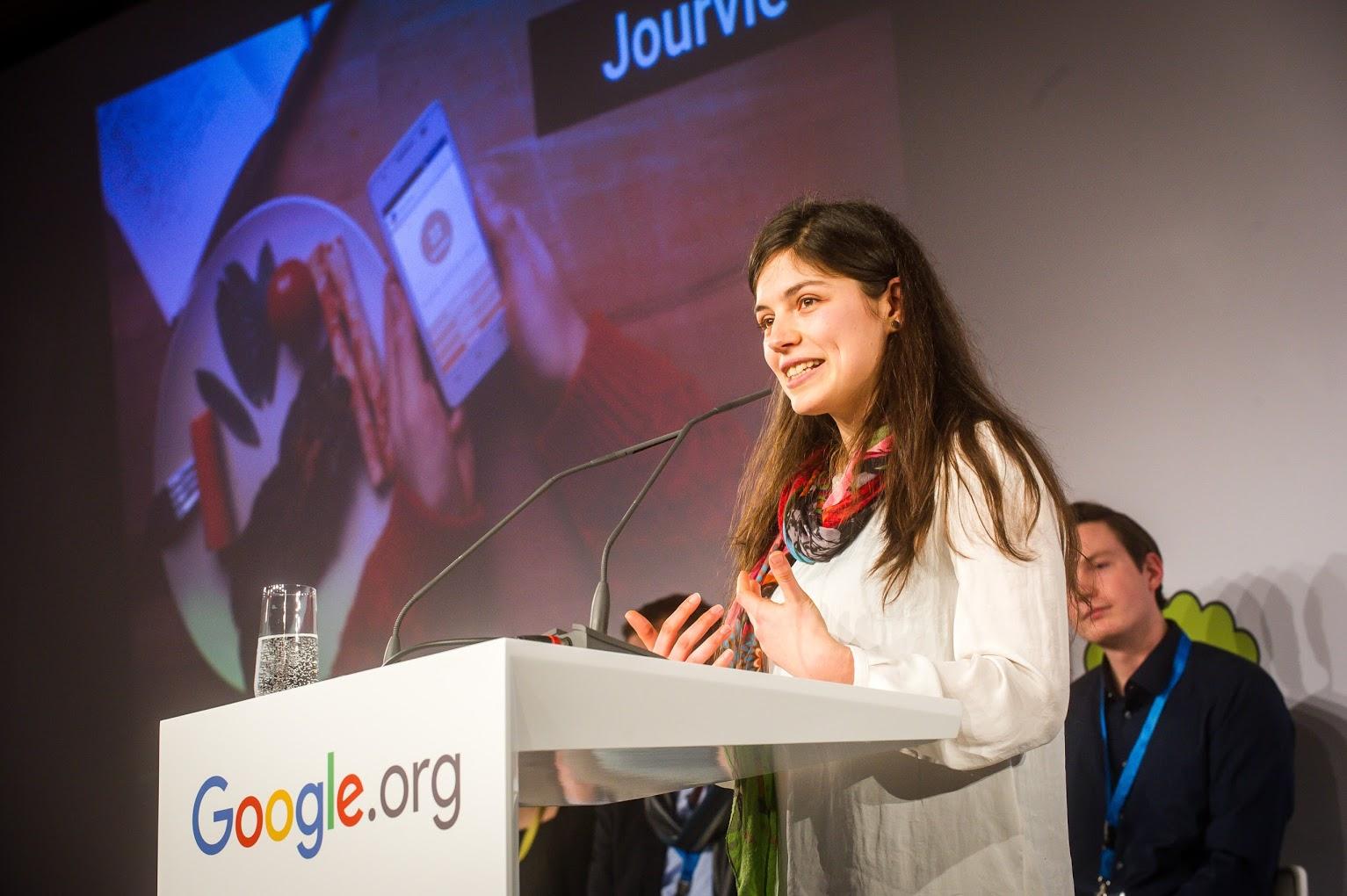 Екатерина Карабашева с вдъхновяващо представяне на Jourvie на конкурса за дигитални социални иновации Google Impact Challenge 2016.
