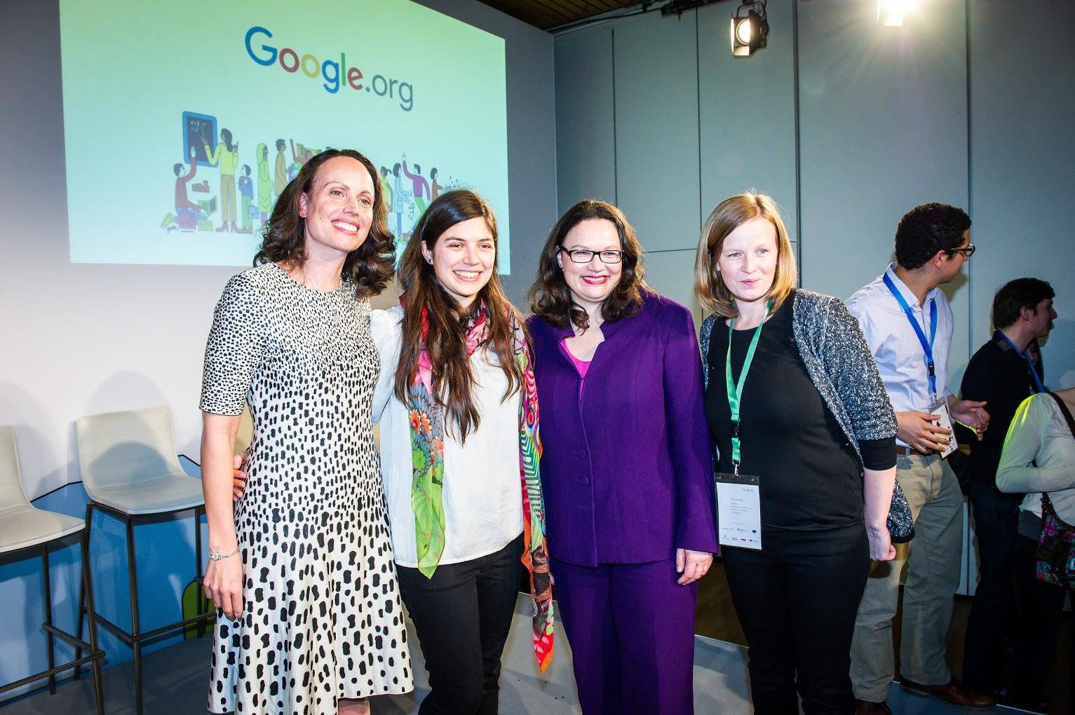 На церемонията по награждаването на финалистите в конкурса за дигитални социални иновации Google Impact Challenge 2016, от ляво на дясно: Жаклин Фулър, директор на Google.org, Екатерина Карабашева, социалният министър на Германия и Верена Порш от екипа на Jourvie.