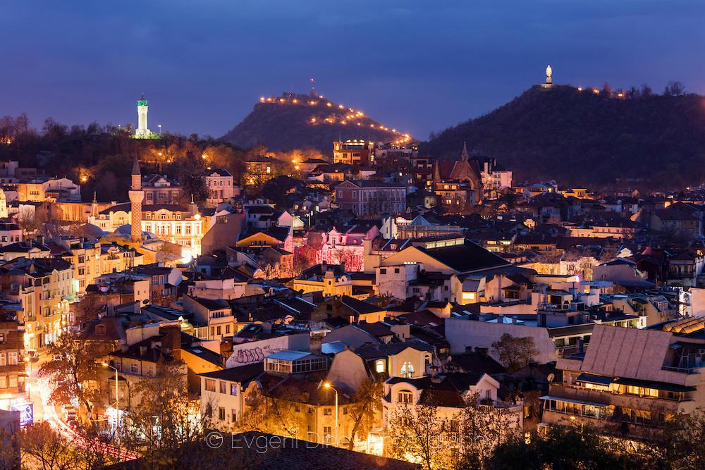 Пловдив, Старият град нощем. Сн. Евгени Динев.