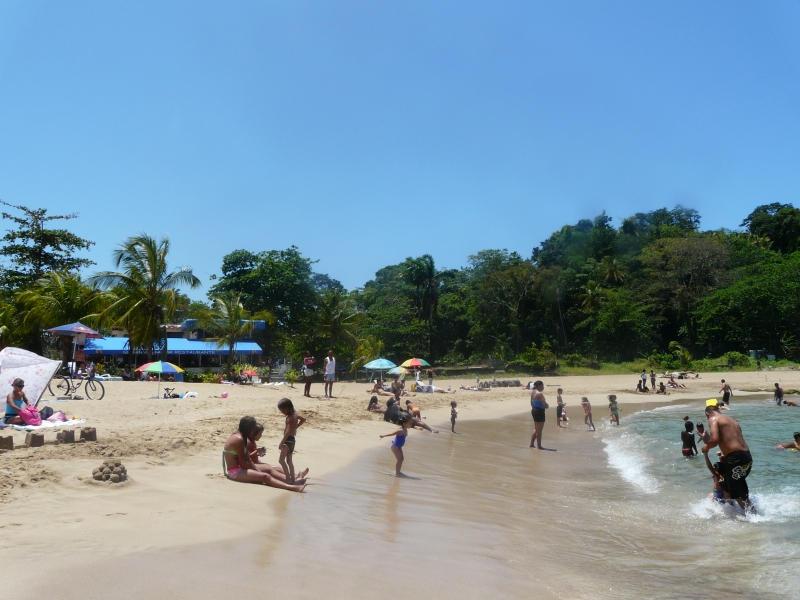 Плажът Плая Бонита в Пуерто Лимон.