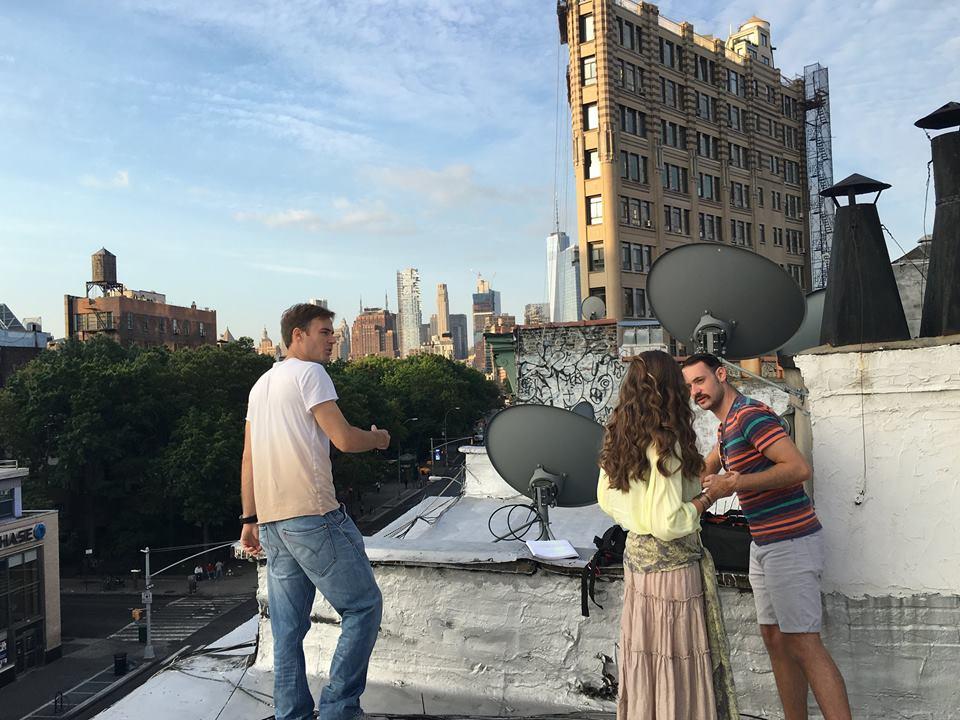 Ники Илиев на една от локациите за снимки в Ню Йорк: на покрива на сграда.