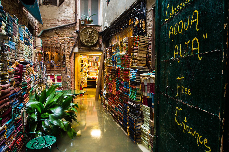 Книжарница Acqua Alta във Венеция.