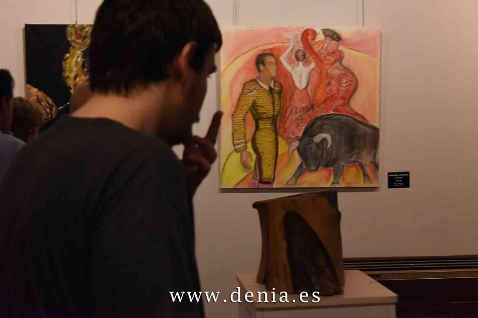 "Платното на Магдалена Бояджиева ""Тореадор"" на изложба на група ADAMA (Asociacion de Artistas de Marina Alta)."