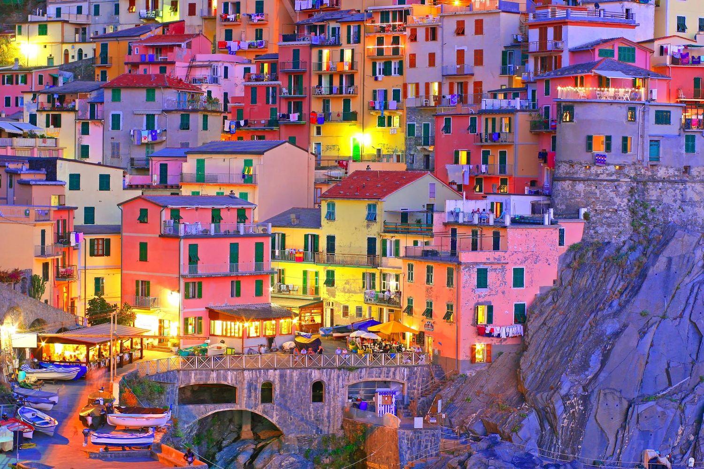 Италианското градче Риомаджоре нощем е приказно.
