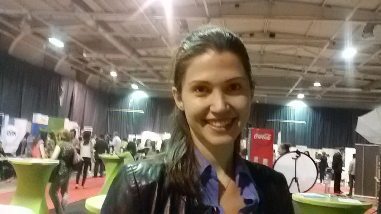 """""""Все още се колебая дали да се върна, но това, което би ме мотивирало да избера България, не е заплатата, а възможността да усвоя всеки сегмент от бизнеса в работата си"""", казва Ивелина Стефанова."""