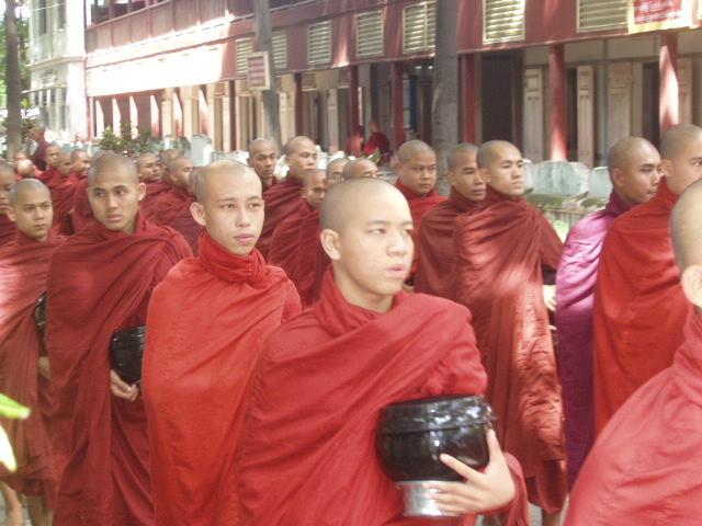 Бирма. манастирът Махагандайон