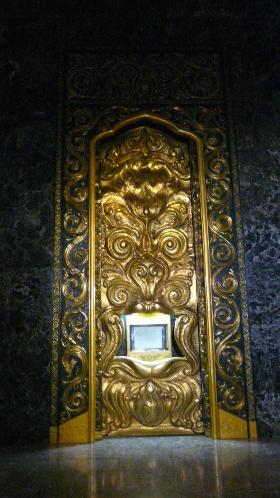 Индонезия! За нея един живот не стига. Вътрешността на монумента Монас, където  се пази документа за създаването на съвременната държава с подписа на президента Сукарно
